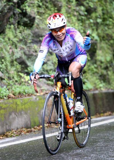 61歲盧坤旺完賽。(中華自行車騎士協會提供)