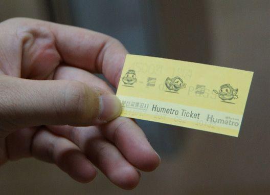 釜山地鐵一日券,當天內可不限次數搭乘,但要小心不要跟有磁性的卡放在一起,這類車票較容易因接近磁卡而消磁,若被消磁,可找地鐵駐站人員重新更換