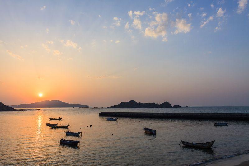 漫步在福正沙灘上也是東莒這邊專屬的浪漫 圖攝/吳仁凱