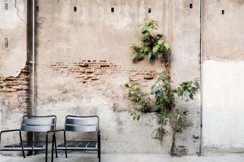 每道被保留下來的舊牆面都有著如訴說故事般的意境;圖片提供/DBALP