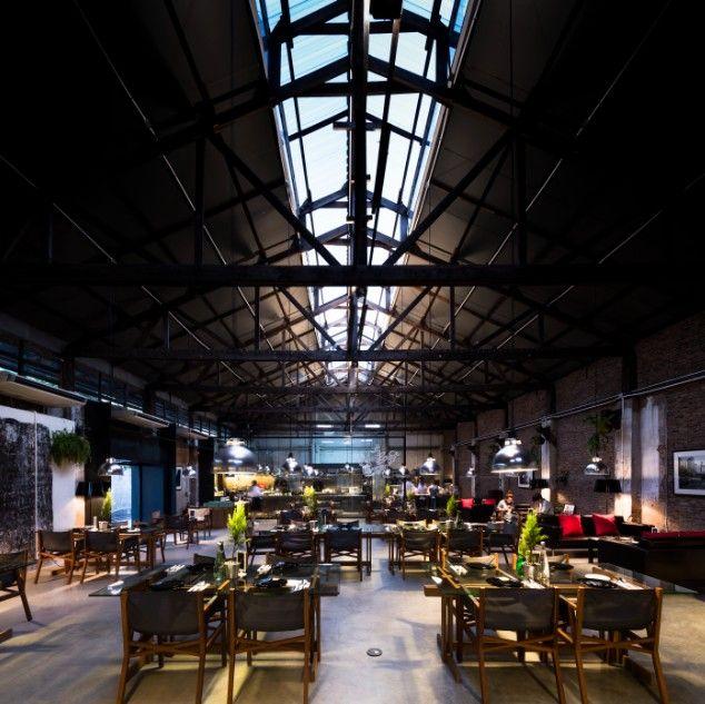 事務所特地將舊廠房屋頂開窗以引進大量日光;圖片提供/DBALP