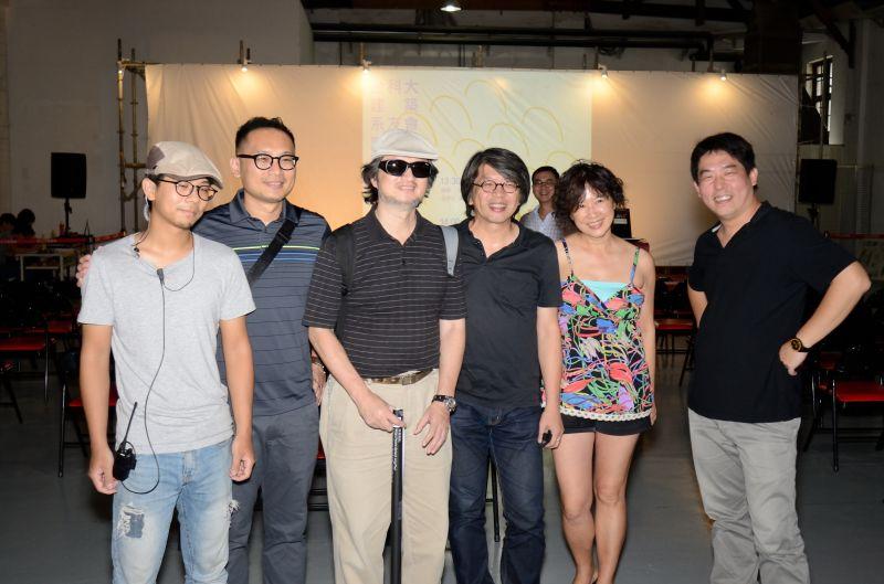 龔書章老師(右3) 及趙夢琳老師(右2)也蒞臨現場參與交流;攝影/李政霖