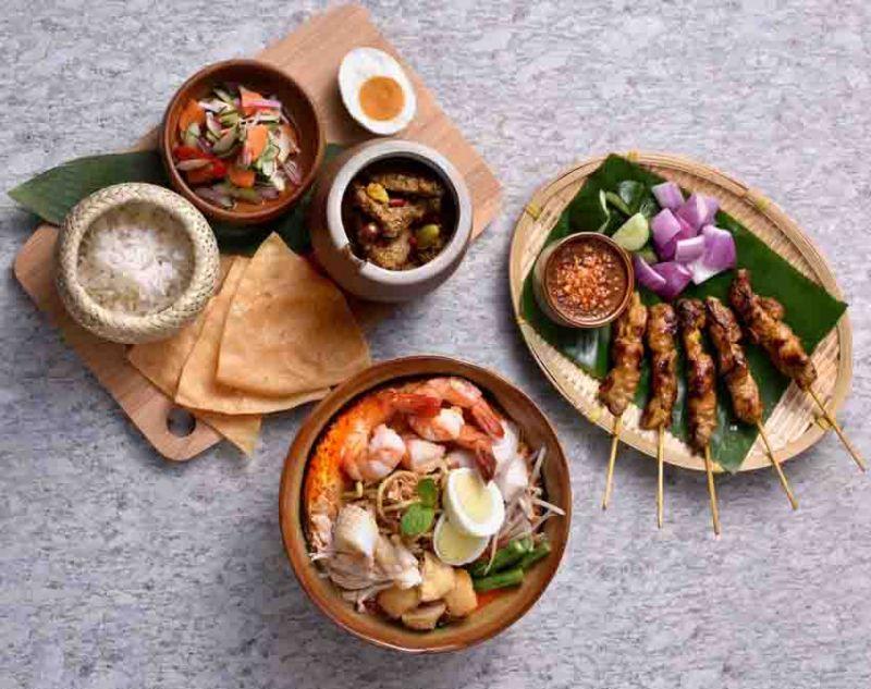 大馬佳餚-沙嗲烤雞肉串+檳城咖哩叻沙麵+娘惹鮮魚咖哩飯。(Asia 49亞洲料理及酒廊提供)