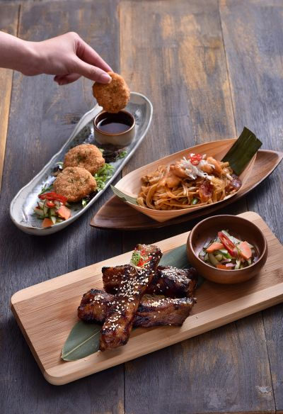 主廚推薦-泰式蝦餅+檳城炒粿條+嫩烤豬肋排。(Asia 49亞洲料理及酒廊提供)