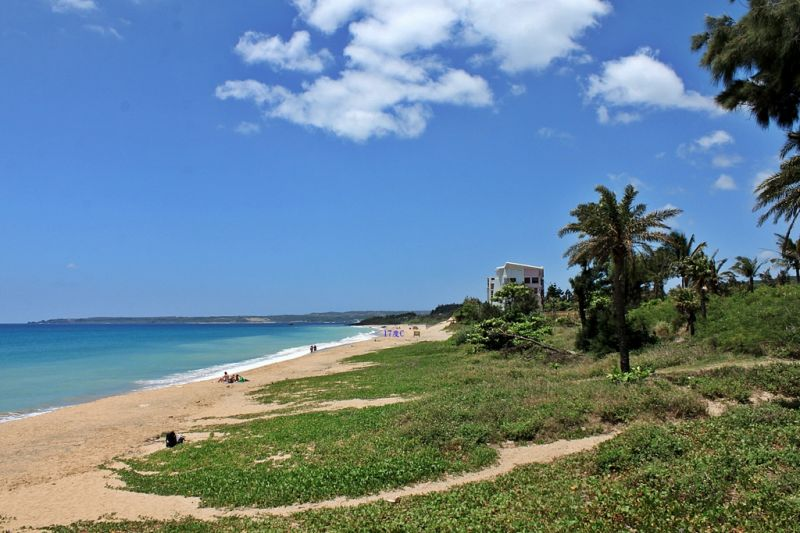 相當適合發呆賞海景的安靜沙灘,在熱鬧景點間,墾丁祕境沙灘讓人想一睹神秘面紗。(17度C提供)
