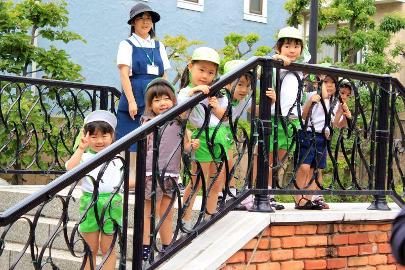「La Vita」 商場洋溢異國風,巧遇幼稚園的孩子們。(Photo│欣傳媒)