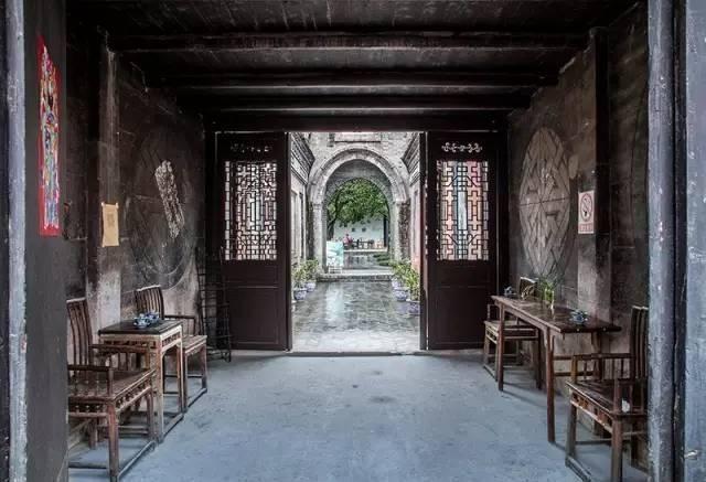 安仁公館茶廳,原為劉元琥公館,常年舉辦中青年畫家的畫展。(圖片來源:http://bit.ly/2bms63n)