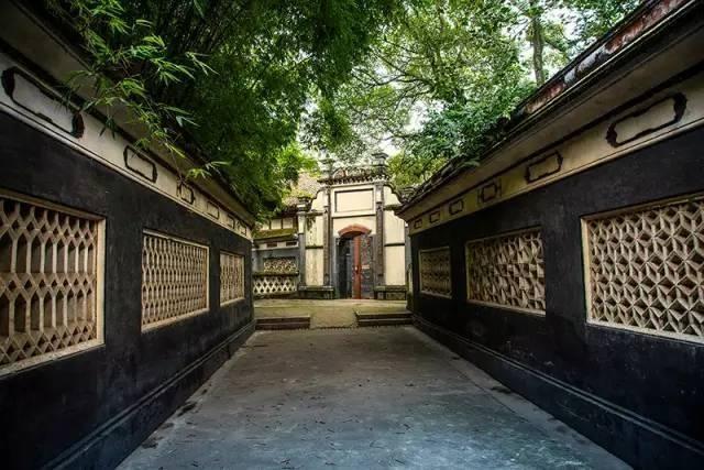 劉湘公館早於劉氏莊園興建,占地近14畝。採用傳統的「三進式」布局,公館內有號稱「川西第一」的四合院。(圖片來源:http://bit.ly/2bms63n)