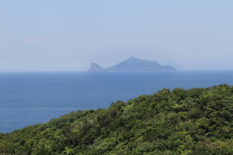 在三貂角燈塔也可看到龜山島。(盧育君攝影)