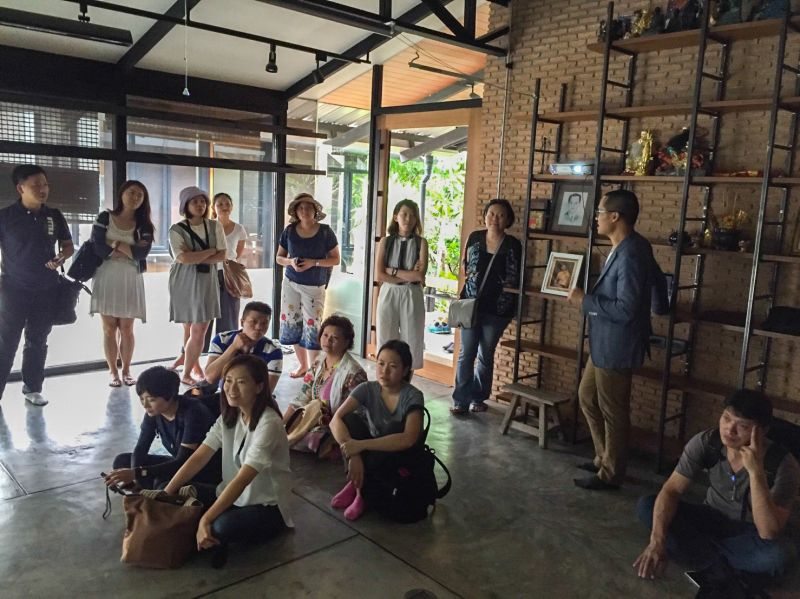 Nui在舊事務所內進行作品解說;蘇琨峰攝