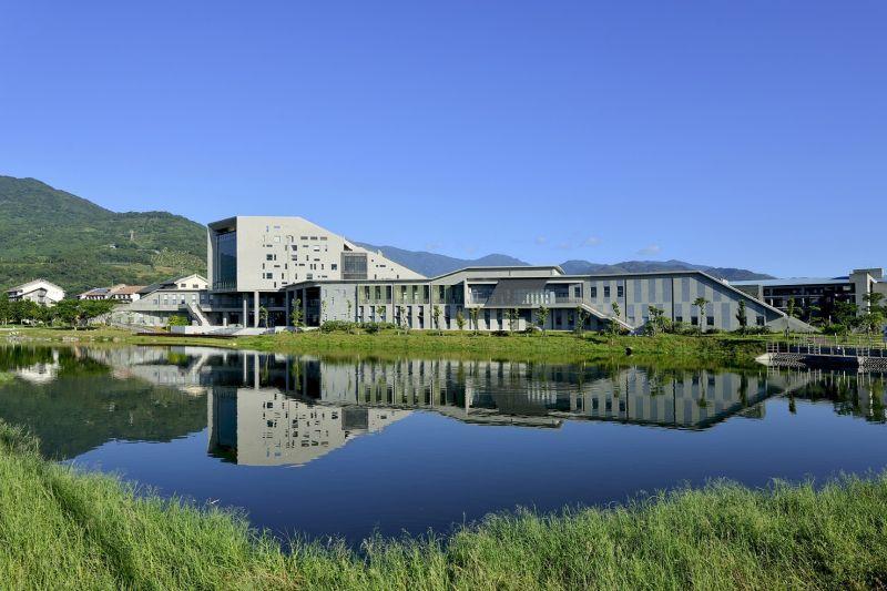 臺東大學圖書資訊館,境向聯合建築師事務所;圖片提供/建築師雜誌社
