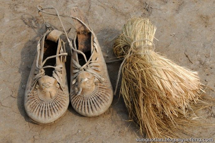 現代東北很難見到的烏拉草,製成的鞋墊也很難買到。(圖片來源:http://bit.ly/2dESlFm)