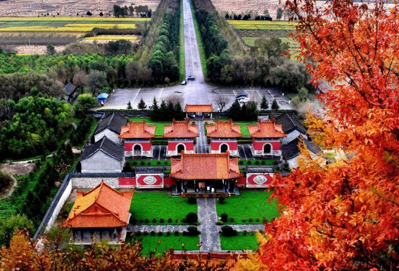 滿清遺跡+紅楓,遼寧秋景帶著歷史風采。
