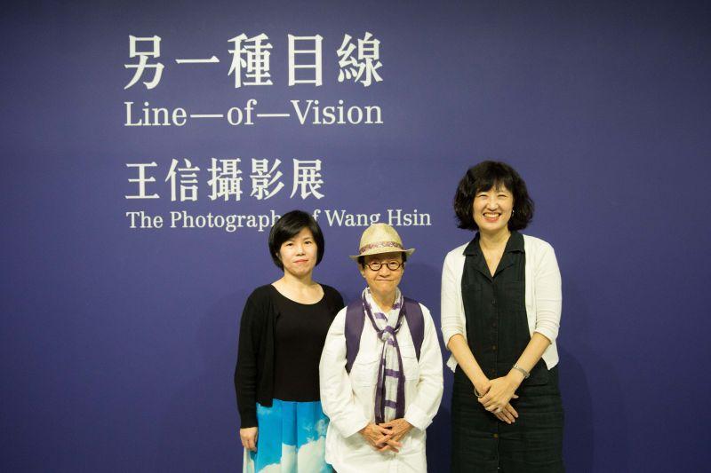 北美館館長林平(左)、藝術家王信(中)與策展人雷逸婷(右)/北美館提供